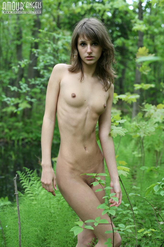 Amazing naked skinny girls