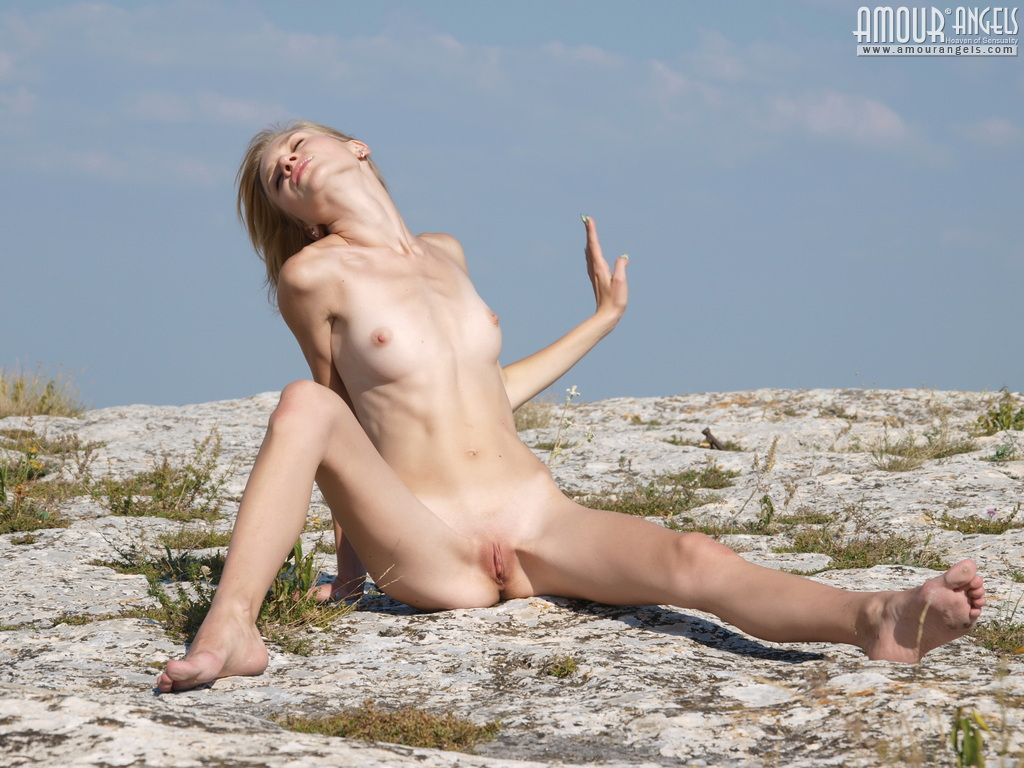 Super Thin Blonde Girl Eva Nude On The Beach - Skinnyhqcom-9061