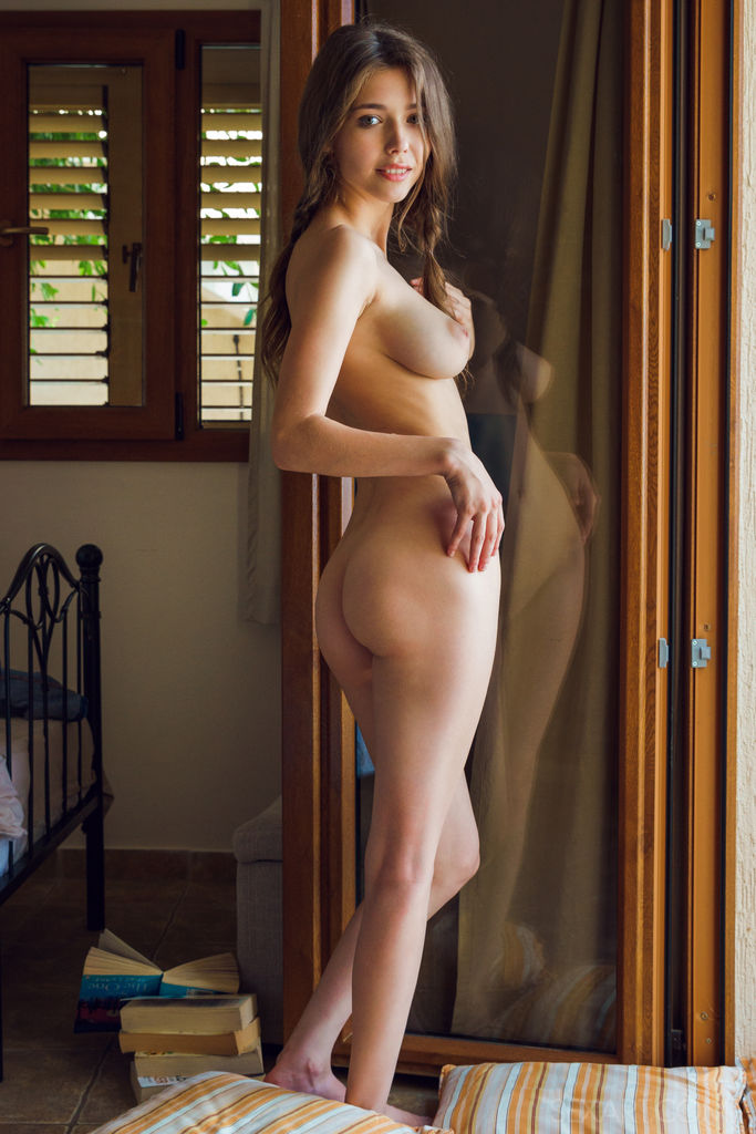 thin women with big tits nude