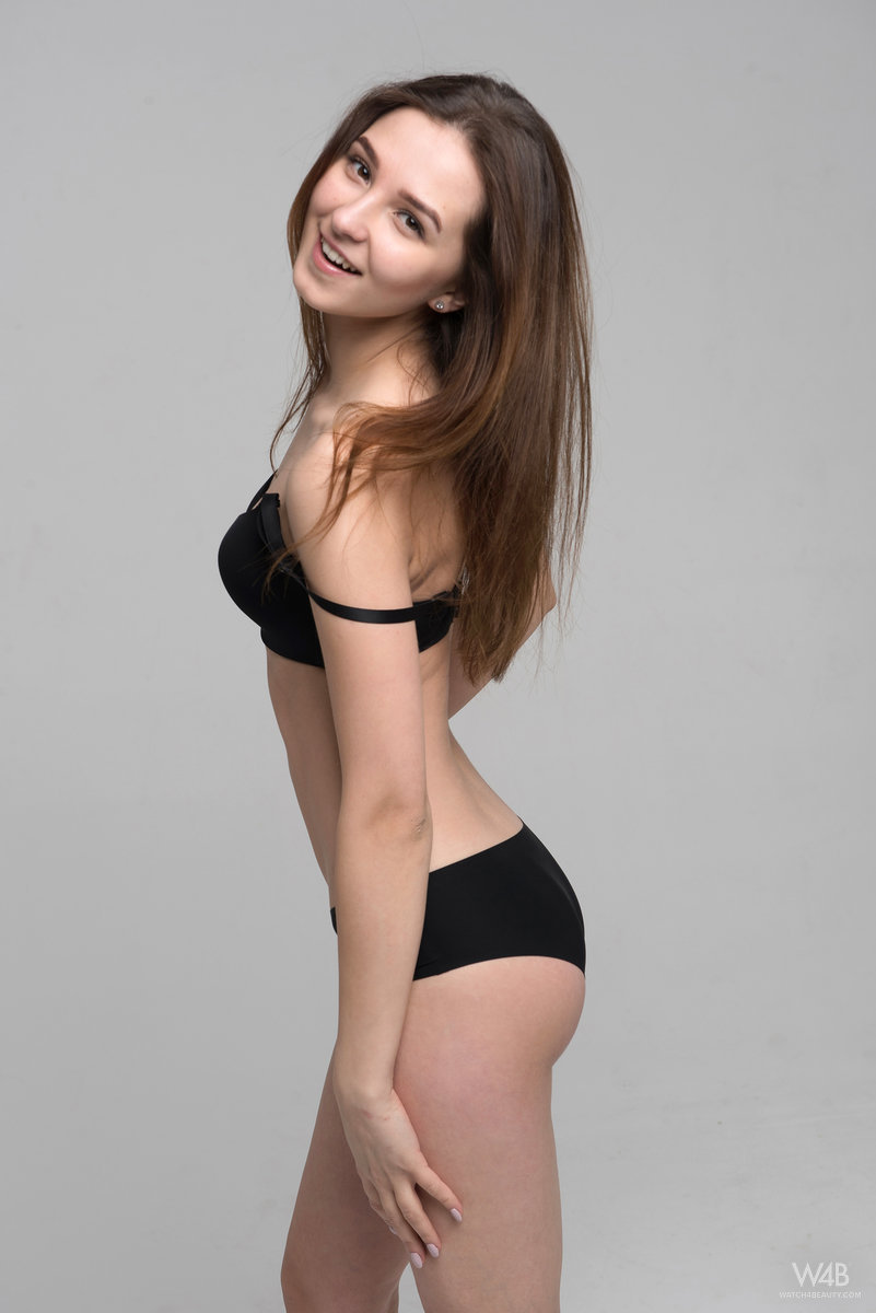 nude Pretty skinny girl