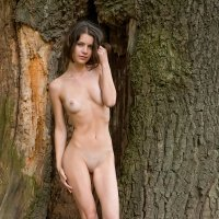 Stunning skinny nudes of Jadi a young woman with a toned body