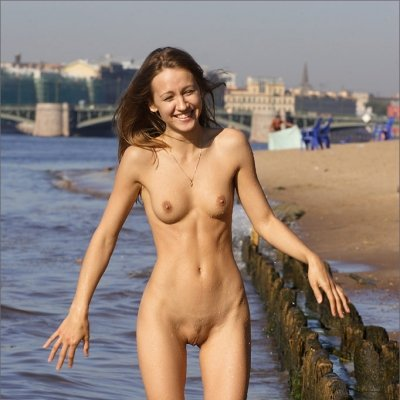 Slim stunning girl nude in the sun