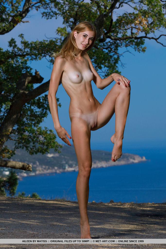 Thigh pics naked gap Thigh Gap